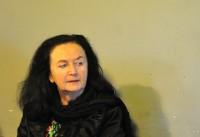 Irena Brežná v letnej čitárni U červeného raka